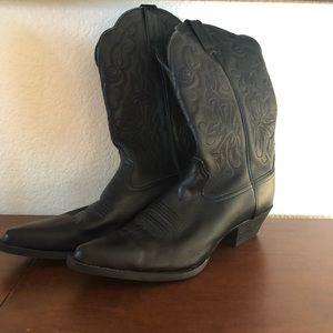 ARIAT black cowboy boots